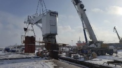 Installation of a ship crane on the m/v Pur-Navolok